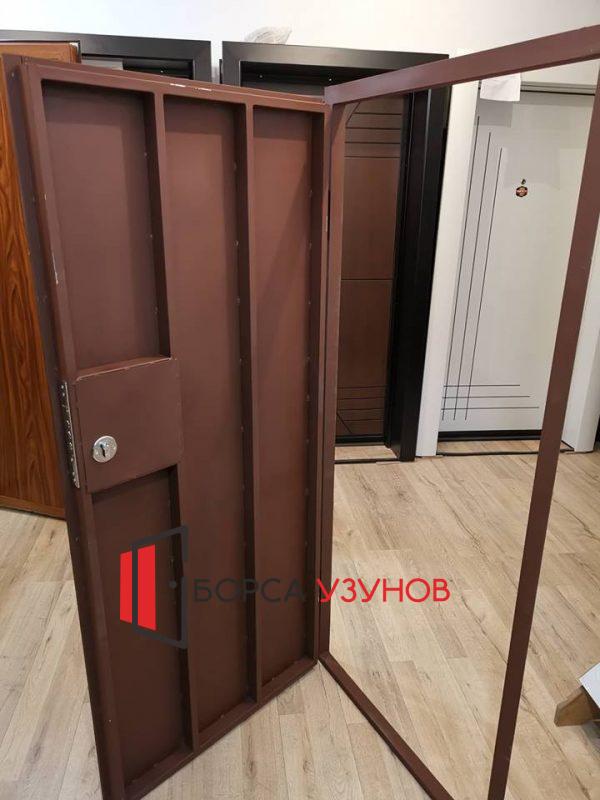 Метални врати за тавани в София от Узунов