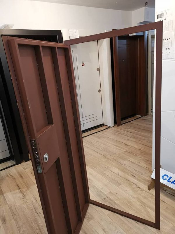 Метални врати за тавани и мазета от Борса Узунов