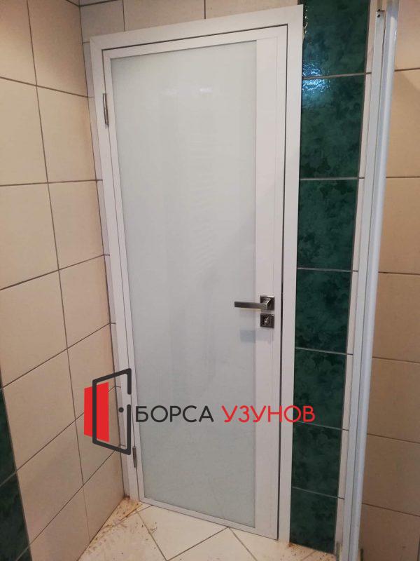 Алуминиева врата с матирано стъкло и обличаща каса в София от Узунов