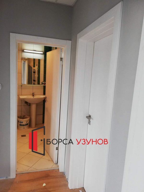 Алуминиева врата с мат стъкло и обличаща каса