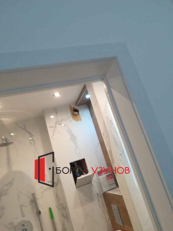 Бяла обличаща каса за алуминиева врата