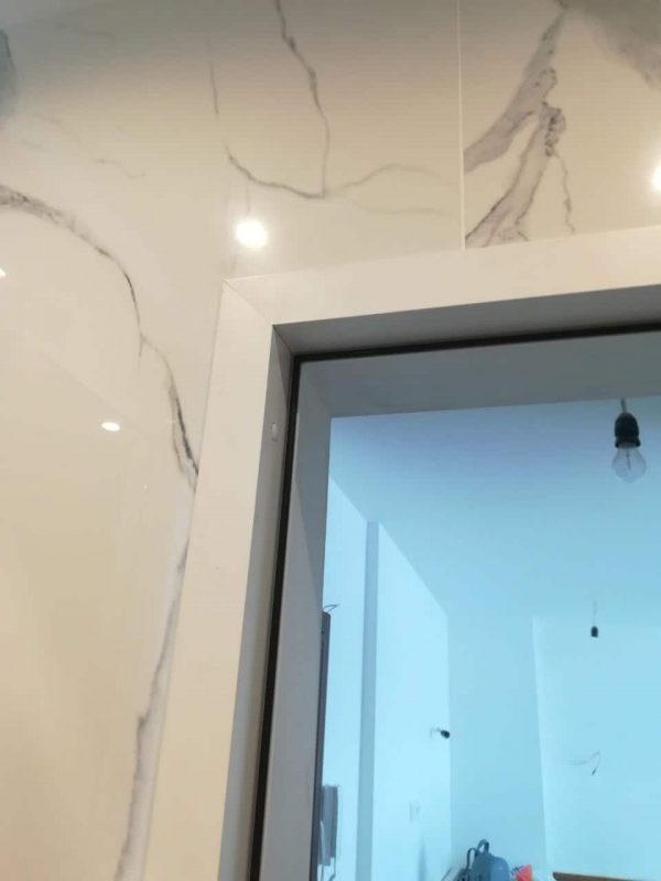 Обличаща каса за алуминиева врата с мат стъкло в София