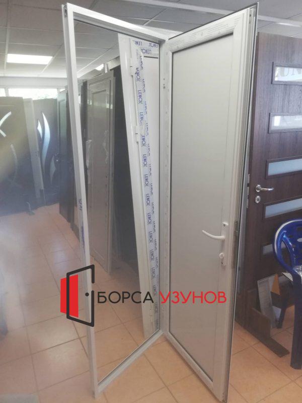 Влагоустойчива врата за баня в София