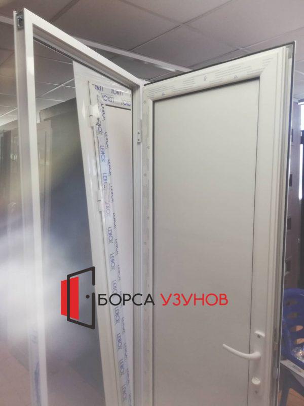 Влагоустойчива врата за баня на изгодна цена