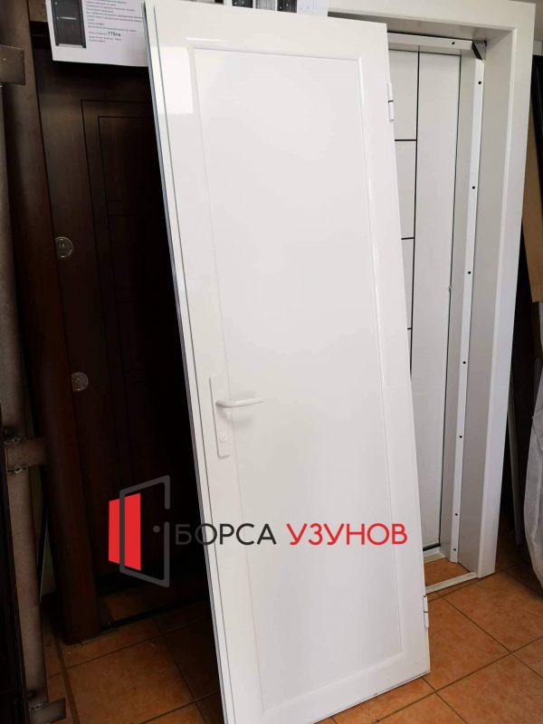 Влагоустойчива врата за баня от Узунов